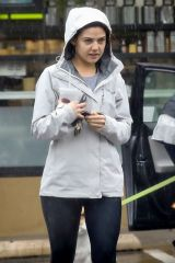 Danielle Campbell Steps out in the rain for a healthy juice snack at Earthbar in Los Angeles