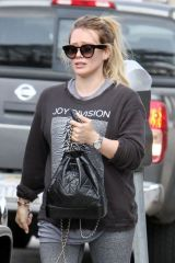 Hilary Duff Heading to lunch with a pal and his Mom in Los Angeles
