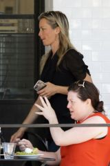 Amy Smart Out for breakfast at Joan's On Third in Studio City