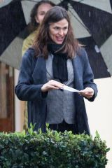 Jennifer Garner On a rainy day out in Los Angeles