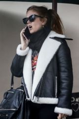 Isla Fisher Out for lunch at Le Pain Quotidien in West Hollywood