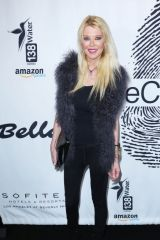 Tara Reid At The Cool HeART Art Gallery held at Sofitel Los Angeles in Beverly Hills