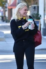 Hilary Duff At the Sweet Butter Kitchen in Sherman Oaks