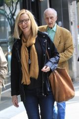 Lisa Kudrow Grabs lunch with her dad in Beverly Hills