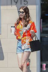Emma Roberts Spends her Sunday grocery shopping in Los Angeles