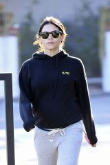Jenna Dewan Dressed in comfy clothes as she runs early morning errands in Los Angeles