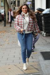 Kelly Brook Shows off her toned frame as she arrives at Heart Radio show in London