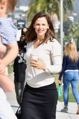 Jennifer Garner Arrives for Sunday Church services in Palisades