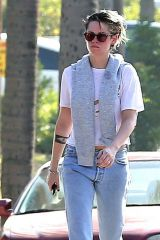 Kristen Stewart Takes out the trash and heads off in her Porsche in Los Angeles