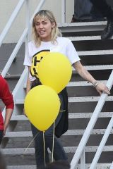 Miley Cyrus Goes to m Friend's Place youth service for low income and homeless in CA