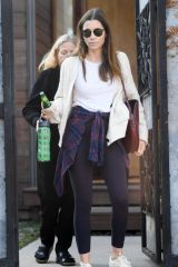 Jessica Biel Leaves a friend's home