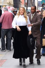 Blake Lively Leaves an office building in New York