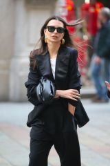 Emily Ratajkowski Looks chic and stylish during the 2020 Milan Fashion
