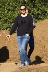 Jennifer Garner Looking at construction on a property in Brentwood