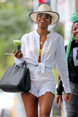 Kelly Rowland Hanging out at the Bondi Junction shopping center in Sydney
