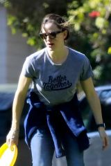 Jennifer Garner Spends some quality time with her son in Brentwood