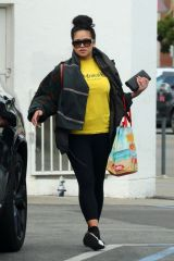 Cassie Out for grocery shopping in Los Angeles