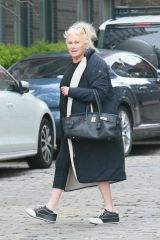 Deborra-Lee Furness Runs an errand outside of Lockdown