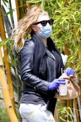 "Stacey ""Fergie"" Ferguson Out in Santa Monica"