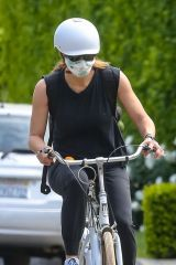 Jennifer Garner Out for a bike ride in Brentwood