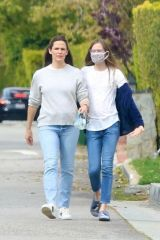 Jennifer Garner Takes a walk in Brentwood