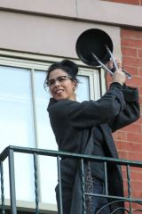 Sarah Silverman Cheers Emergency Personnel with her neighbors