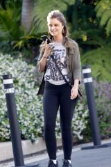 Maria Shriver Wear a t-shirt that reads 'You Can't Break My Spirit' across the front while out for a walk in Brentwood