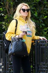 Holly Madison Dons cool shades in La La Land