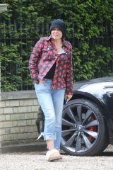 Sadie Frost Heads to ex-husband Jude Law's house to congratulate him in London