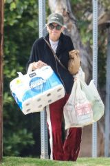 Anna Faris At Gelson's Market in Pacific Palisades