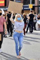 Courtney Stodden protesting in LA