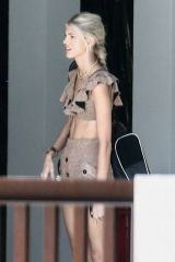 Devon Windsor Stops by a friend's house in Miami