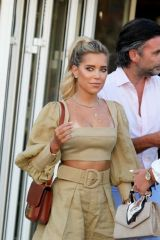 Sylvie Meis Takes a stroll through the port of Saint-Tropez