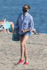 Teri Hatcher Out at the beach in Malibu