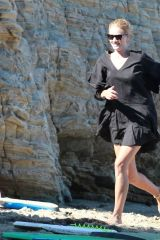 Rosie Huntington-Whiteley Enjoys a family day out on the beach in Malibu
