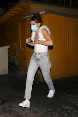 Millie Bobby Brown Wears a face mask as she grabs dinner with friends in West Hollywood