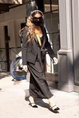 "Sarah Jessica Parker Pictured taking care of her costumers at the ""SJP By Sarah Jessica Parker"" store in Midtown"