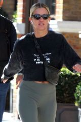 "Ashley Roberts Rocks a slogan T ""No matter how hard I try, I'm not an early bird"" while out in Chelsea"