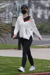 Katherine Schwarzenegger Out for a vigorous walk in Santa Monica