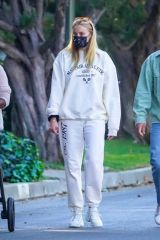 Joe Jonas & Sophie Turner enjoy their evening walk around the neighborhood in Los Angeles