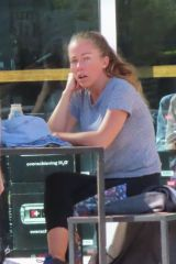 Kendra Wilkinson Does lunch with a girlfriend