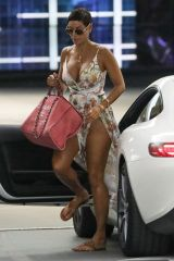 Nicole Murphy Stuns in a sexy floral dress as she arrives for lunch at Soho House in West Hollywood