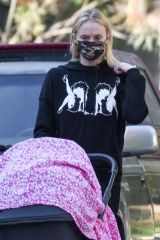 Joe Jonas & Sophie Turner Spotted taking their daughter out in Los Angeles