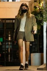 Hailey Baldwin/Bieber As she leaves after a 4-hour long hair treatment at a salon in Beverly Hills