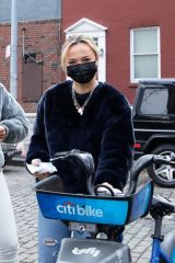 Kelly & Teddy Bensimon Out for a bike ride in New York City