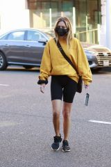 Delilah Belle Hamlin In Bike shorts out in Los Angeles