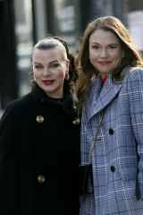 Sutton Foster & Debi Mazar On the set of 'Younger' in New York