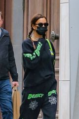 Irina Shayk Takes a stroll with her daughter Lea in New York