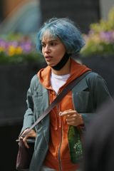 "Zoe Kravitz Spotted with neon blue hair while filming her latest film ""Kimi"" in Seattle"