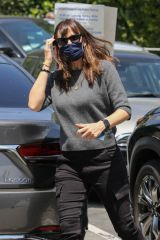 Jennifer Garner Leaves Brentwood Country Mart